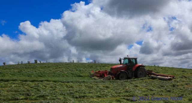Knocking down silage
