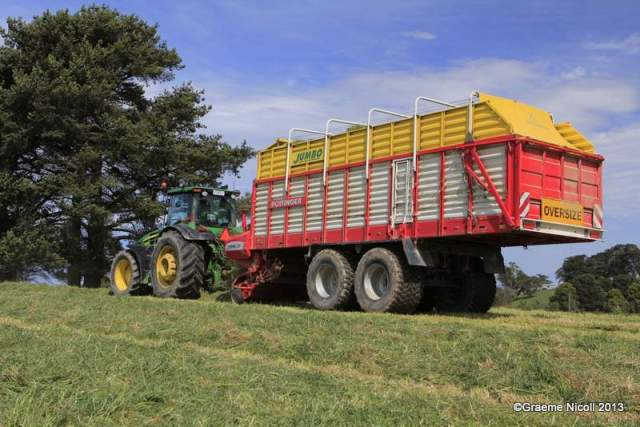 This year we are picking up our silage with a jumbo sized silage wagon, so far so good.